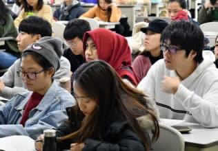 APUのクラスでは観光学を熱心に学ぶアジアからの留学生が目立つ(大分県別府市)