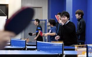 大手ゲーム会社から転じて卓球スクール運営会社で働く(東京都町田市)=柏原敬樹撮影