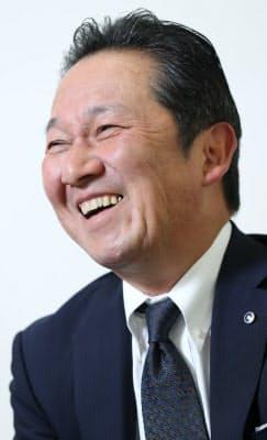 ひろち・あつし 1960年大阪府生まれ。83年に岡山大学法文学部を卒業、グンゼ入社。靴下などアパレル事業に一貫して携わり、ブランド集約など構造改革も担当した。2010年執行役員、14年常務などを経て17年から現職。