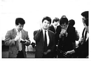 入社当初は靴下部門の営業を担当した(左から2人目が広地氏)