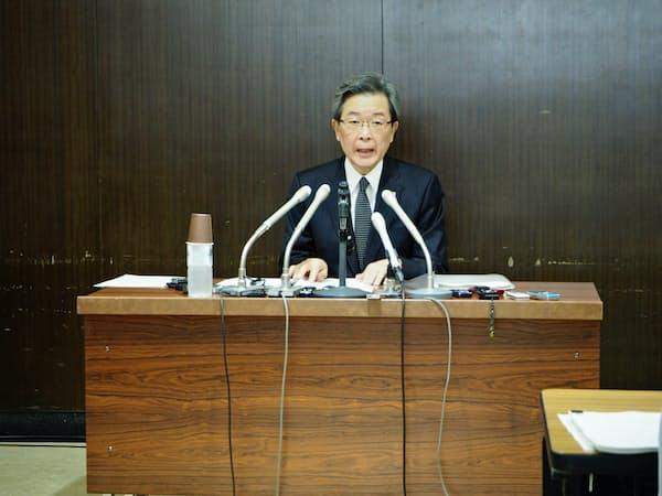 全道停電に関する社内検証委の最終報告をまとめ、記者会見する北海道電力の真弓明彦社長(21日、札幌市)
