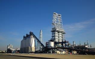 舶用燃料に含む硫黄分の上限規制強化などを商機とにらむ(コスモHDの堺製油所)
