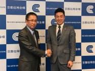 京信とフューチャー社はバイオームなど3社に投資すると発表した(21日、京都市)