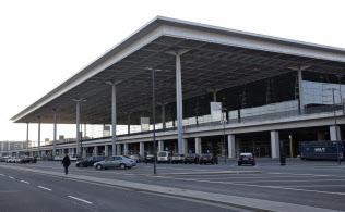 開港が延期され、人影まばらなベルリン新空港のターミナルビル(マーリス・マテス撮影)