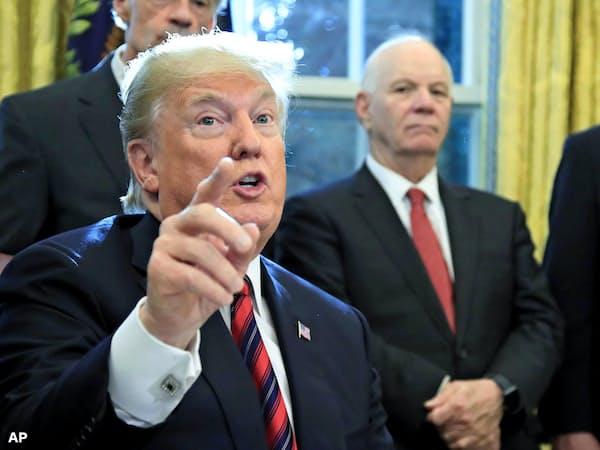 米ホワイトハウスの執務室で発言するトランプ米大統領=10月23日(AP=共同)