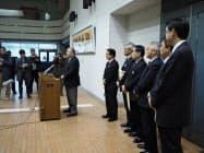 臨時町長会議を終え、記者会見する日高町村会の7町長(25日、新ひだか町)