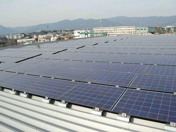 ニシム電子佐賀工場の屋上に設置された太陽光パネル(佐賀県吉野ケ里町)