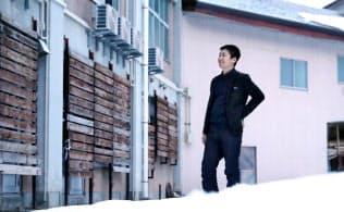 今は廃校の利活用プロジェクトなどを手掛けている(新潟県十日町市)=石井理恵撮影