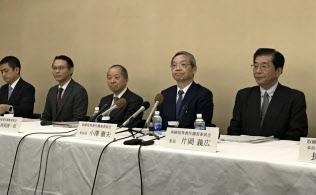 スルガ銀行の取締役等責任調査委員会は旧経営陣らの責任を認めた(27日午後、静岡県沼津市)