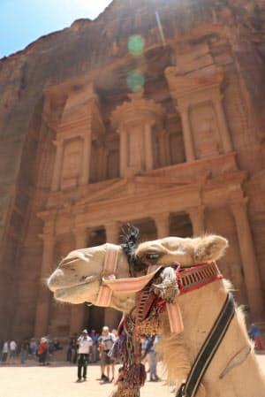 幅約25メートル、高さ約39メートルの宝物殿「エル・ハズネ」(ヨルダン・ペトラ遺跡)