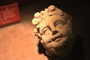 ナバテア王国の神殿の柱を飾っていたディオニソス神のレリーフ
