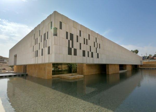 日本の援助で建設されたペトラ博物館(10月)=JICA提供
