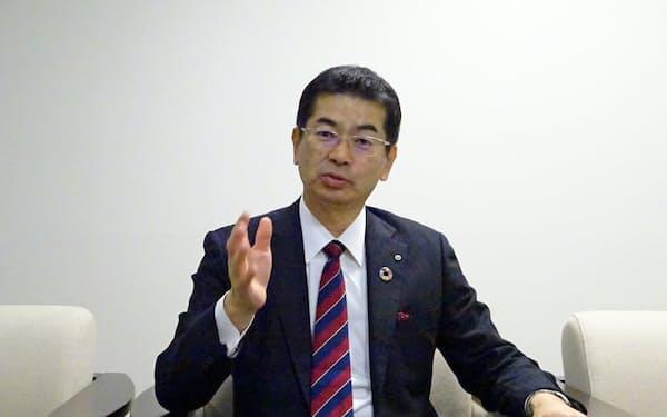 取材に応じるNTT西日本の小林充佳社長(大阪市)