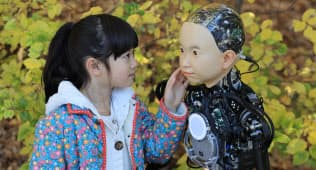 社会に溶け込みやすい子供型ロボットとして開発された「ibuki」(大阪府豊中市の大阪大学)