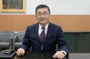筆者のインタビューに応じたKDDIの高橋誠社長