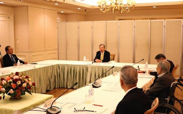 原子力安全システム研究所の会議(中央が筆者)