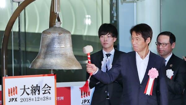 東証で大納会、西野前サッカー代表監督「スポーツで力を届けられたら」