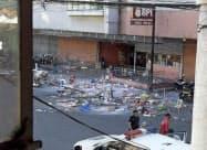 商業施設前の爆発現場(フィリピン・コタバト市)=AP