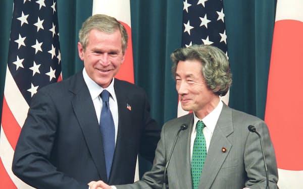 握手する小泉首相とブッシュ米大統領