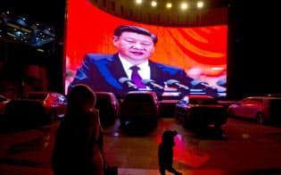 中国が短期間に高所得国の仲間入りを果たすのは難しそうだ=AP