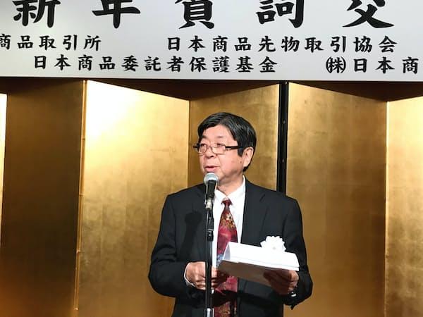 商品先物関連5団体の新年賀詞交換会であいさつする東商取の浜田社長(4日、都内)