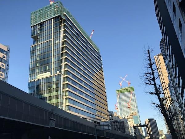東急不動産が渋谷地区で開発中の「南平台プロジェクト」(写真左)と東急電鉄が手掛ける「スクランブルスクエア」(同奥)