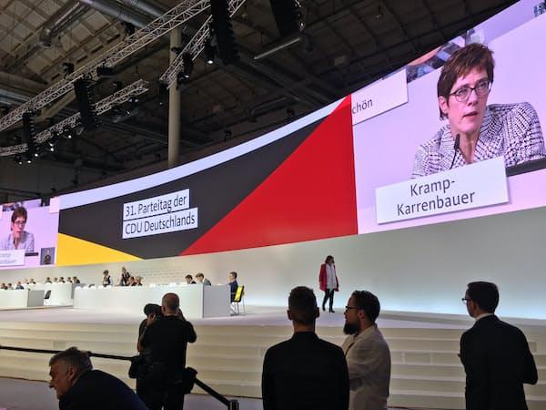 独与党キリスト教民主同盟はリベラル派のクランプカレンバウアー氏を新党首に選んだ(独ハンブルクでの党大会=2018年12月)