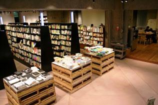 文喫では喫茶スペースや個室で何冊でも自由に本を読める