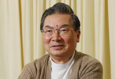 おおがね・としひこ 1943年名古屋市生まれ。京大医卒。医師兼作家。学生時代に小説執筆に専念するため休学した経験がある。代表作「孤高のメス」は、昨年末に引退した俳優の滝沢秀明さん最後の出演でドラマ化。現在は淡路島の公立診療所で地域医療に従事。