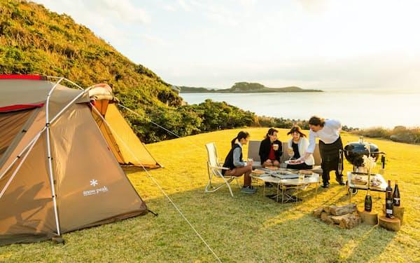 キャンプ場で富裕層や若者に人気が高いグランピングを提供する