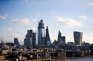 英ロンドンの金融街シティー=ロイター