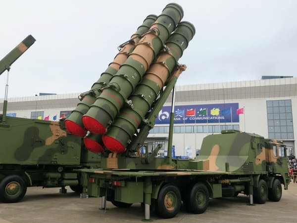 習近平体制下で装備近代化が進む中国軍(珠海航空ショーで)
