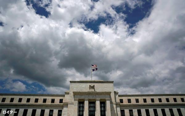 トランプ大統領はFRBの利上げシナリオを批判している(ワシントンのFRB本部)=ロイター