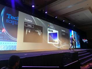 CES開幕に先立つ会見でパナソニックはカメラやターンテーブルなどの新製品を発表した(7日、米ラスベガス)