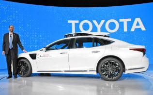 トヨタ自動車が発表した新型の自動運転実験車「TRI-P4」(7日、米ラスベガス)=目良友樹撮影
