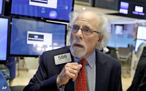 「アップル・ショック」が米株式市場を襲った(1月3日、ニューヨーク証券取引所)=AP