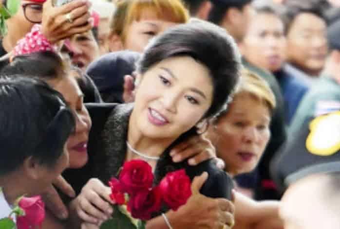 国外逃亡のタイ前首相、カンボジア旅券保有か: 日本経済新聞