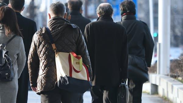 「70歳雇用」に定年制の壁 賃金・中途など広く改革を