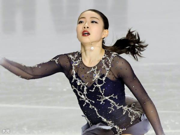 紀平はGPファイナルで、13年ぶりに日本選手として初出場初優勝を果たした=共同