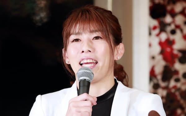 記者会見で引退を発表するレスリング女子の吉田沙保里さん(10日午後、東京都新宿区)