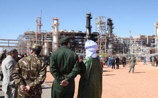 アルジェリア軍と武装勢力による銃撃戦があったイナメナスの天然ガスプラント(2013年1月31日)=AP
