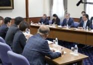 松井知事と吉村市長を表敬訪問したMGMリゾーツ・インターナショナルのムーレン会長(右から2人目)ら
