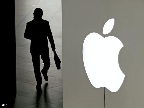 アップルの売上高見通しの下方修正はスマホの最盛期の終わりを印象づけた=AP