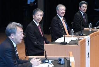 討論する(左から)池上、辻、出口、西井の各氏(11日、東京都千代田区)