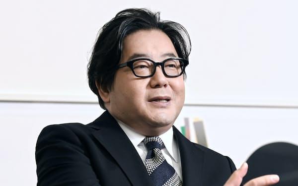 数々のヒット作を生み出した放送作家の秋元康氏