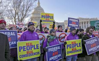 1月10日には首都ワシントンやニューヨークなど全米各地で政府職員らの抗議デモが開かれた=AP
