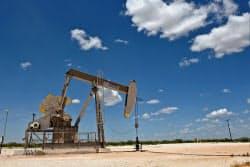 米テキサス州の石油掘削施設=ロイター