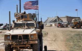 シリアには約2000人の米兵が駐留している(18年、シリア北部)=AP