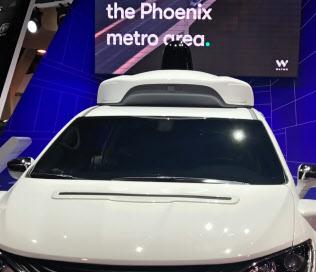 ウェイモの自動運転車に使われているライダー(屋根の上の黒い部分、9日、ラスベガス)