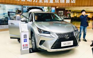 日本メーカーではトヨタ自動車が好調だ(レクサスの広東省深圳市の販売店)